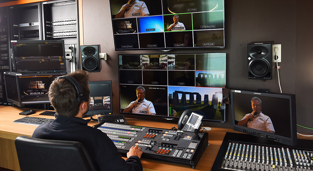 Universal Videohub 288、ATEM 2 M/E Production Studio 4K、ATEM 2 M/E Broadcast Panel
